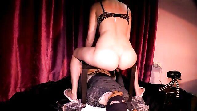 Domina feedin her slave