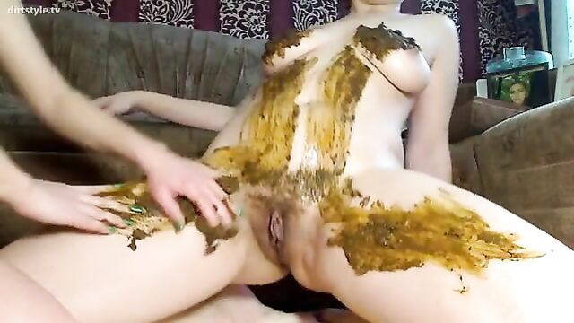 Young-Amateur-Couple-Enjoy-Pissing-and-Shitting