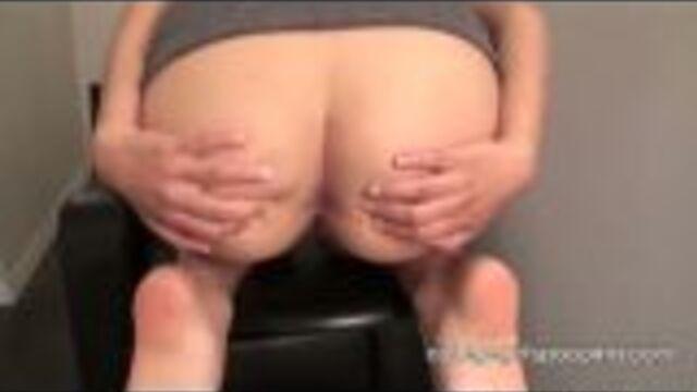Brunette Teen Pooping