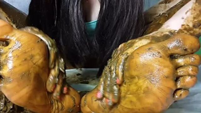 AnnaMy feet receive portion of shit 2 720mp4