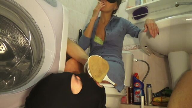 Slave in the toilet of Mistress Emily